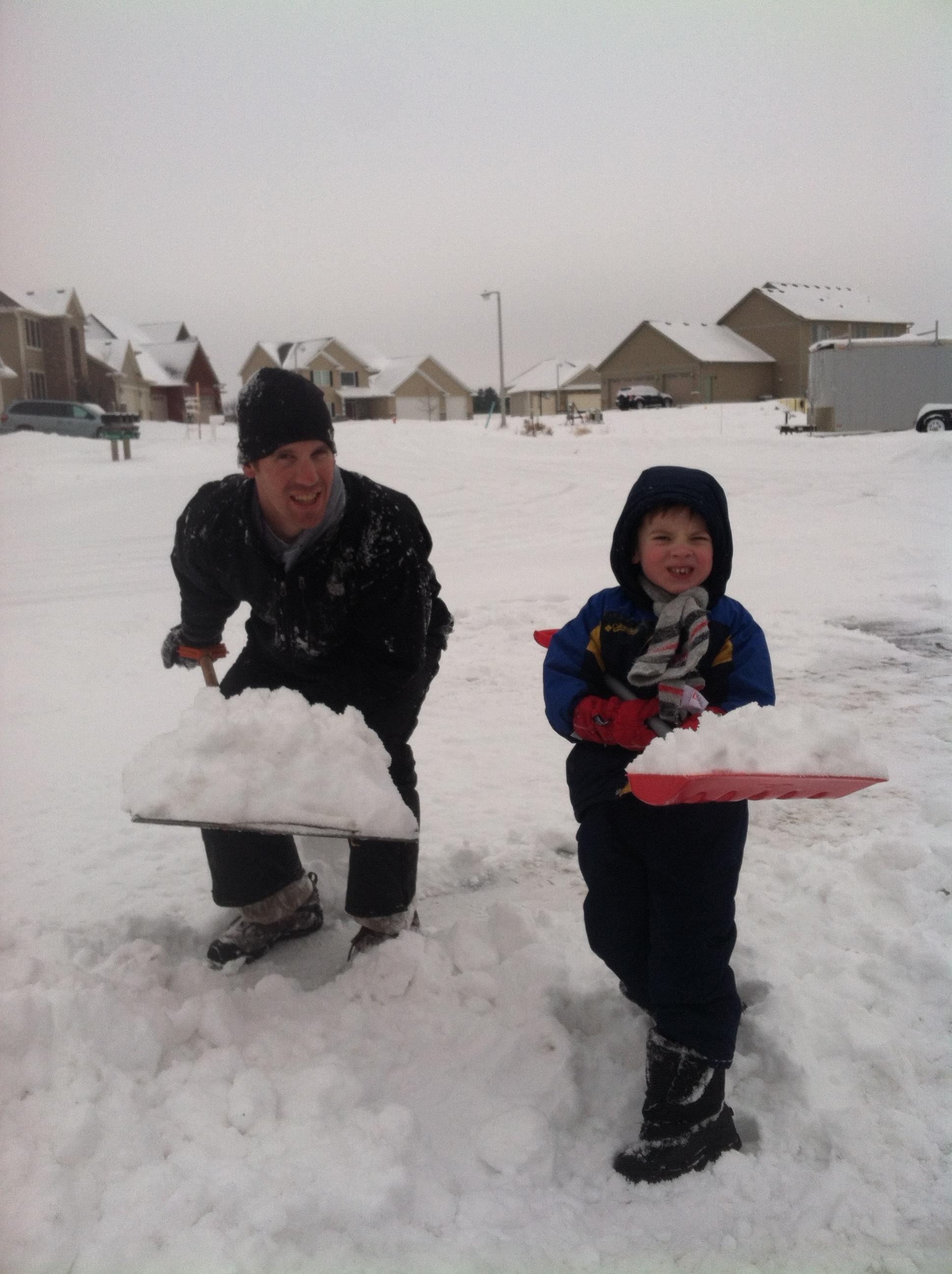 Shoveling_snow_with_Finn_2013.jpg