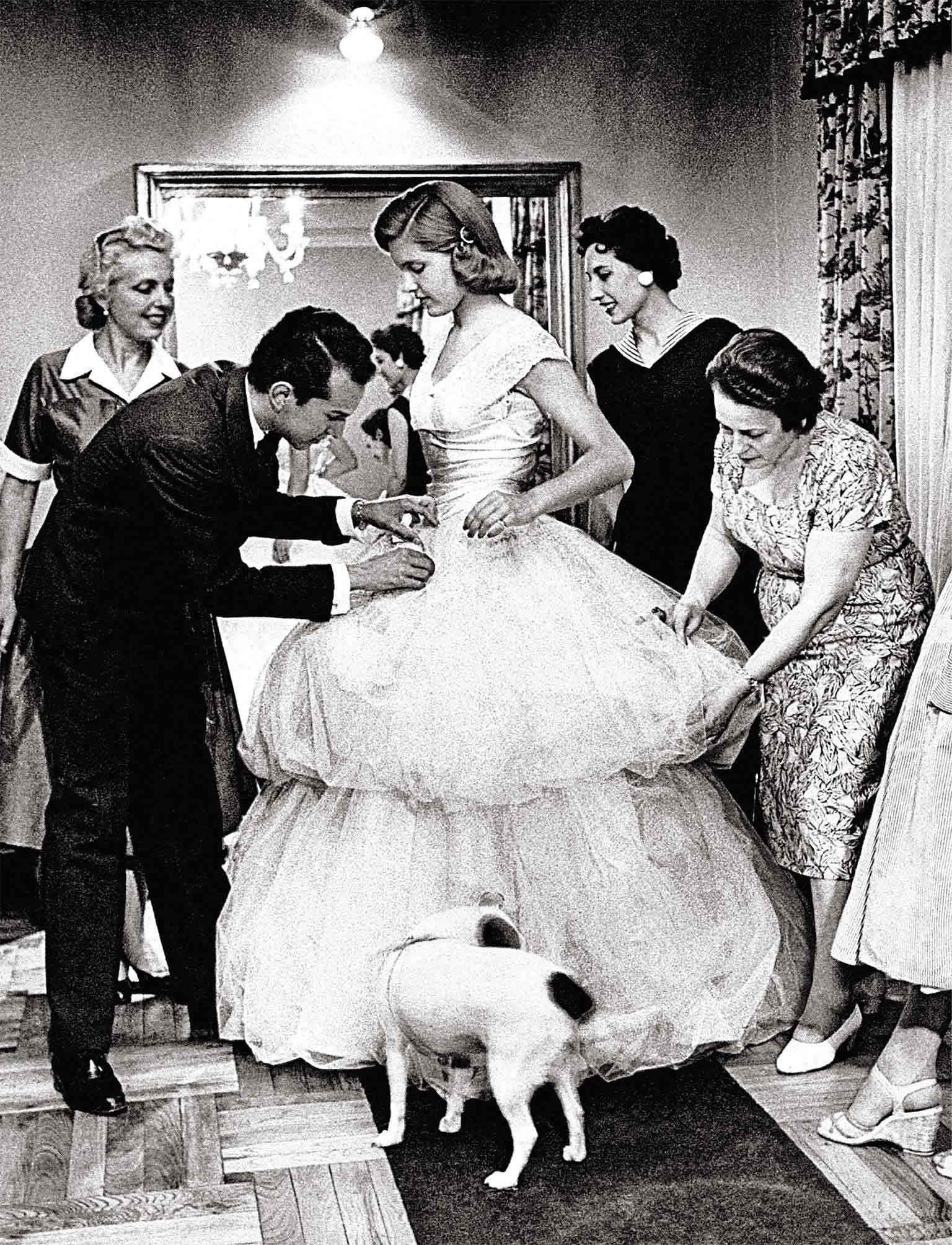 Oscar's first dress was made forBeatrice Cabot Lodge, the daughter of the U.S. ambassador to Spain, for her coming-out ball in Madrid, 1956.