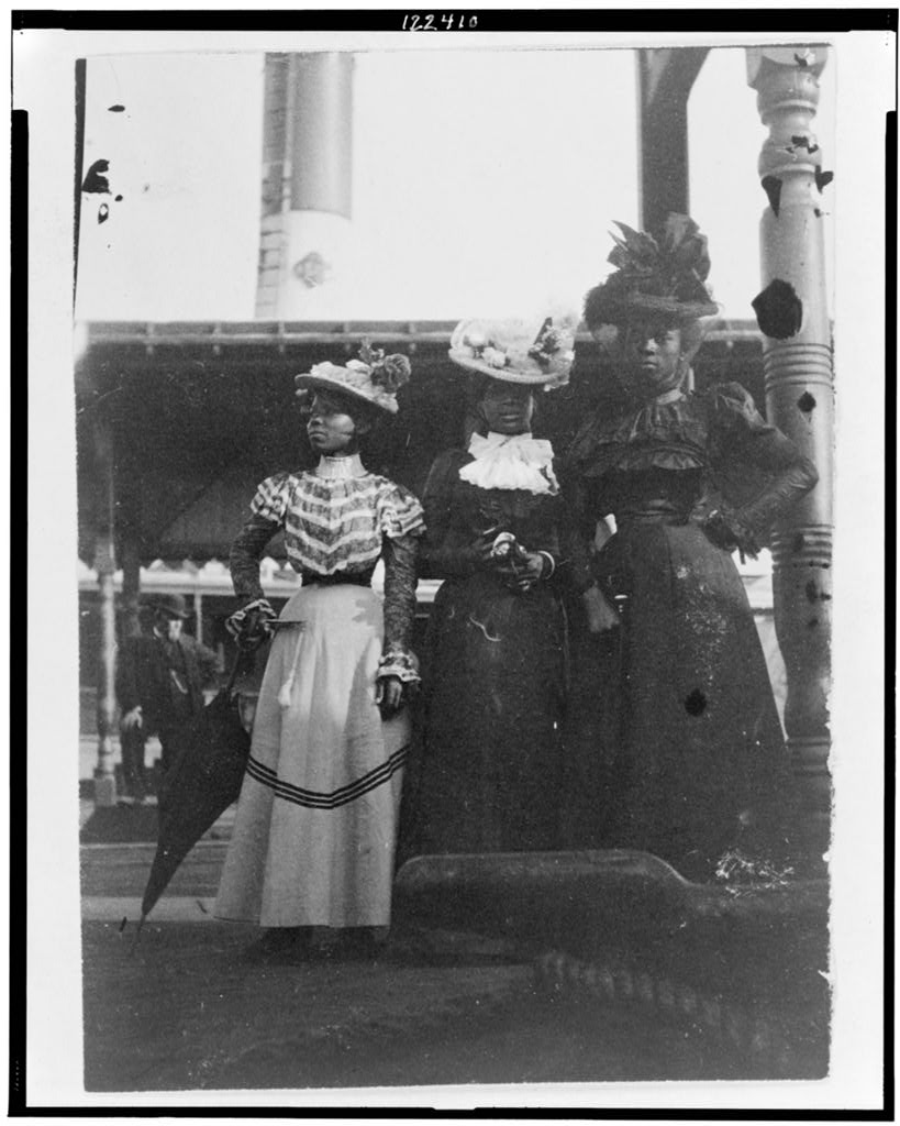 Frances Benjamin Johnston,  Three African American women, full-length portrait, standing, at the State Fair at Saint Paul, Minnesota . Library of Congress, public domain.