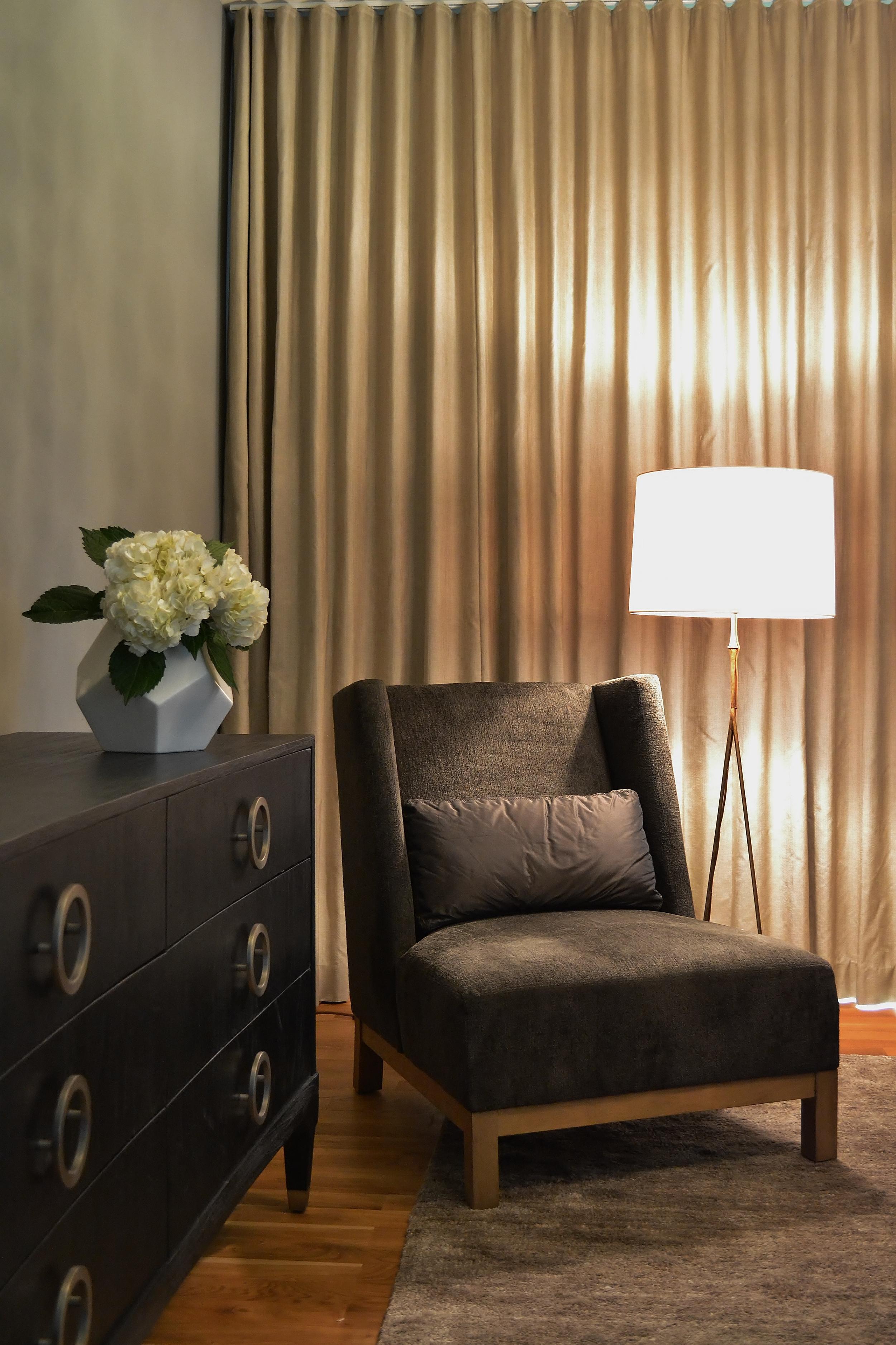 9 master bedroom detail 2.jpg