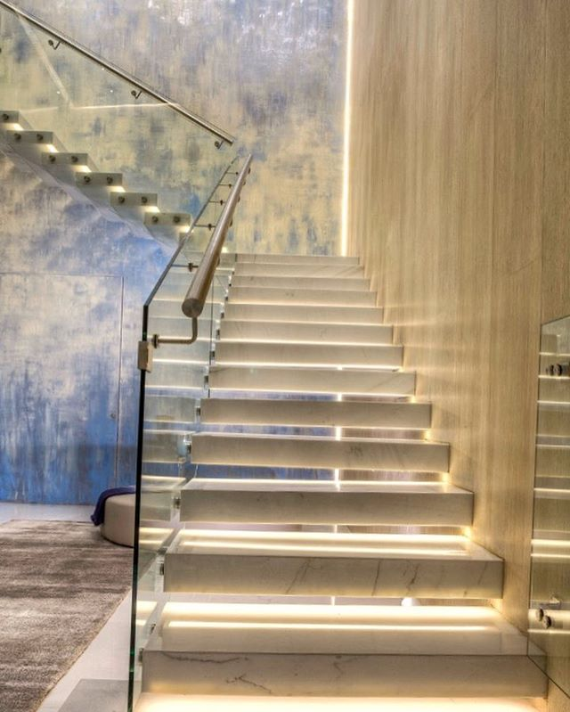 #stairs #stairsdesign #architecture #architecturelovers #architect #design #designdeinteriores #designer #luxurestyle #luxuryhomes #luxuryinteriors #dotfiftyonegallery #art #mural #woodwork #f4f #lightingdesign #lightingdesign #badesign#interiores #blue #gold##marble #glasses
