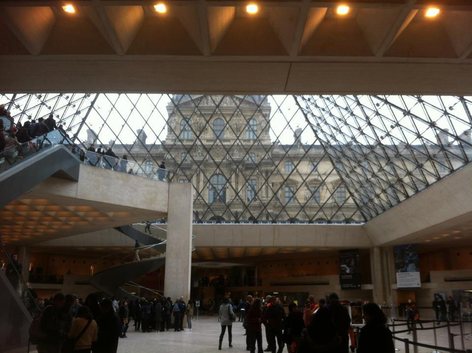 Paris Louvre Pyramid.jpg