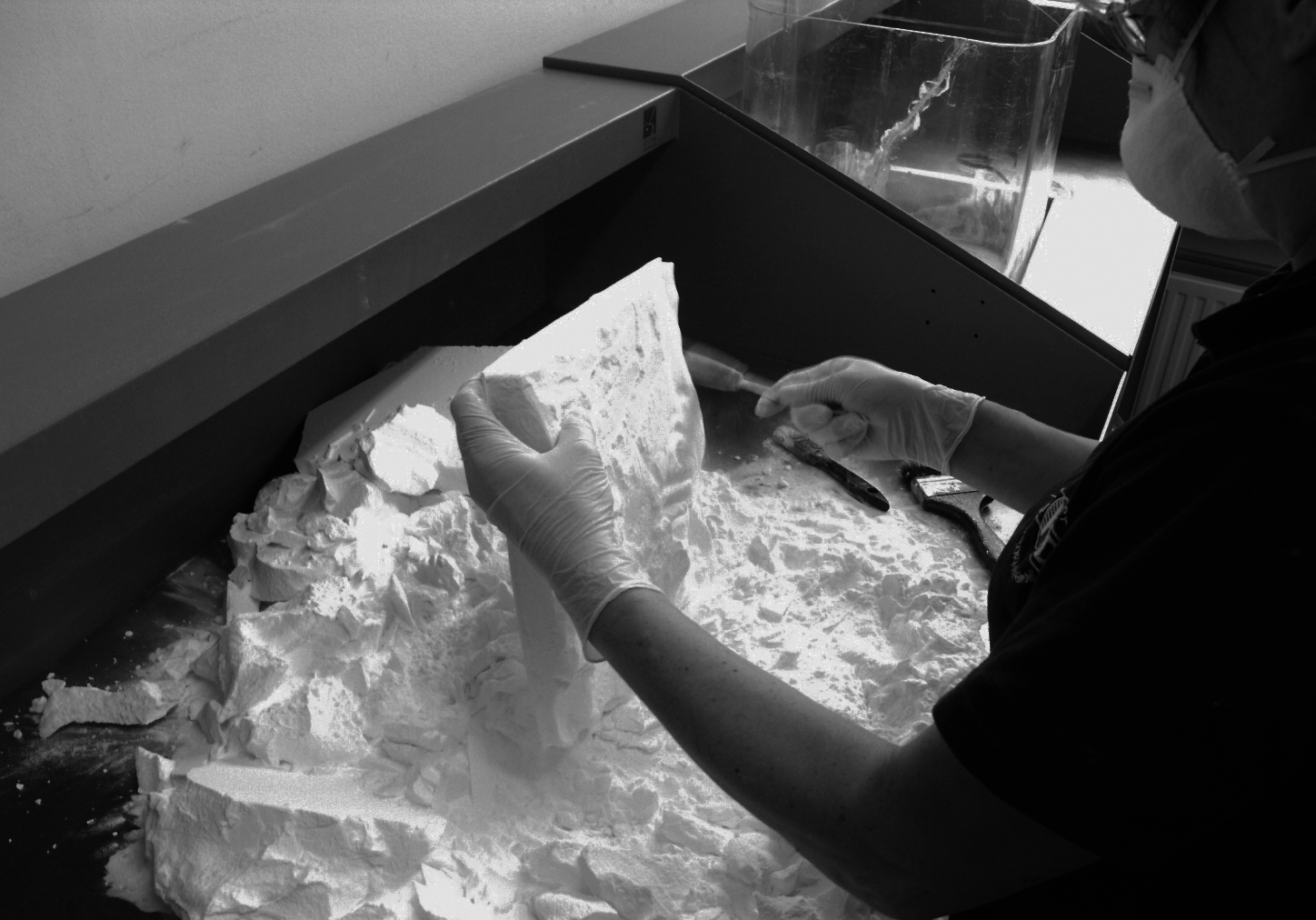 An object printed with an SLS printer is pulled out of the powder bed. (Source: http://bit.ly/2x2Hpfw
