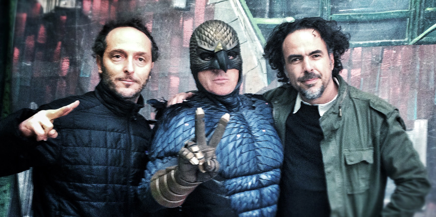 Od lewej: Emmanuel Lubezki, Michael Keaton w kostiumie Birdmana i  Alejandro González Iñárritu