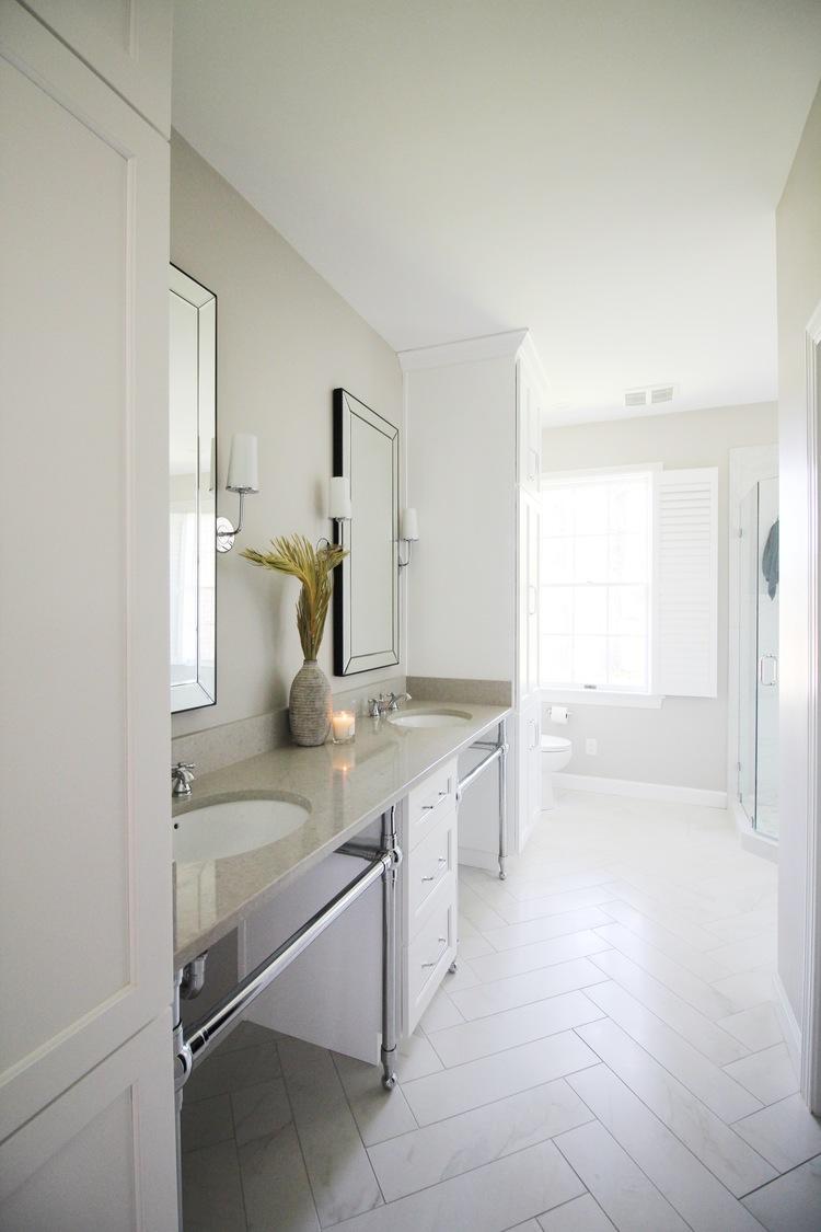 white bathroom.jpg