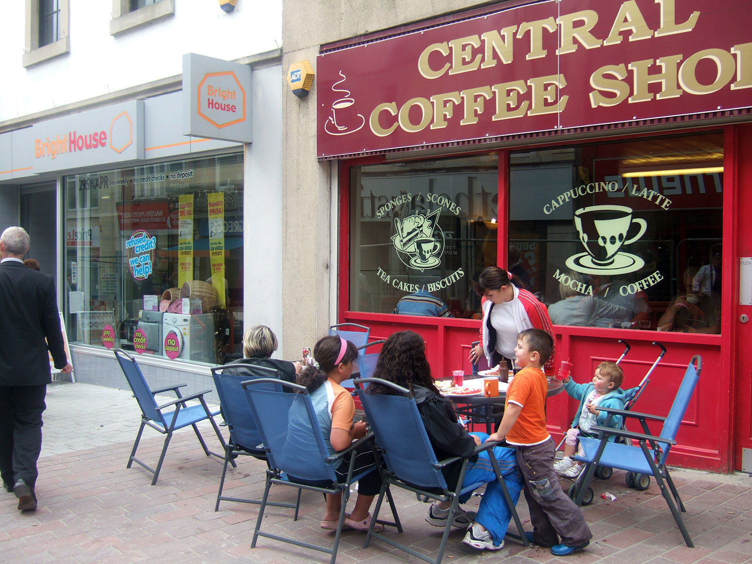 Places to meet in the street encourage conviviality