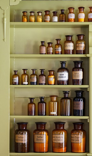 Apothecary - Effectively alleviate many everyday physical complaints as well as emotional upheavals with hand crafted aromatherapy blends.Better still, use them as preventatives - before the onset of flu season, travelling on stuffy airplanes or when you're about to exert untoned muscles.Aches, pains, stiffness & swellingPoor circulationIndigestion, Bloating, Gas, ConstipationBreathing weakness, congestionSinus, Allergies, HeadachesSunburnMenstrual - Hot flashes, PMSStress, Anxiety, Irritability …….Shop →What goes into the blends →FAQ, Safety & Tips →Assessment →