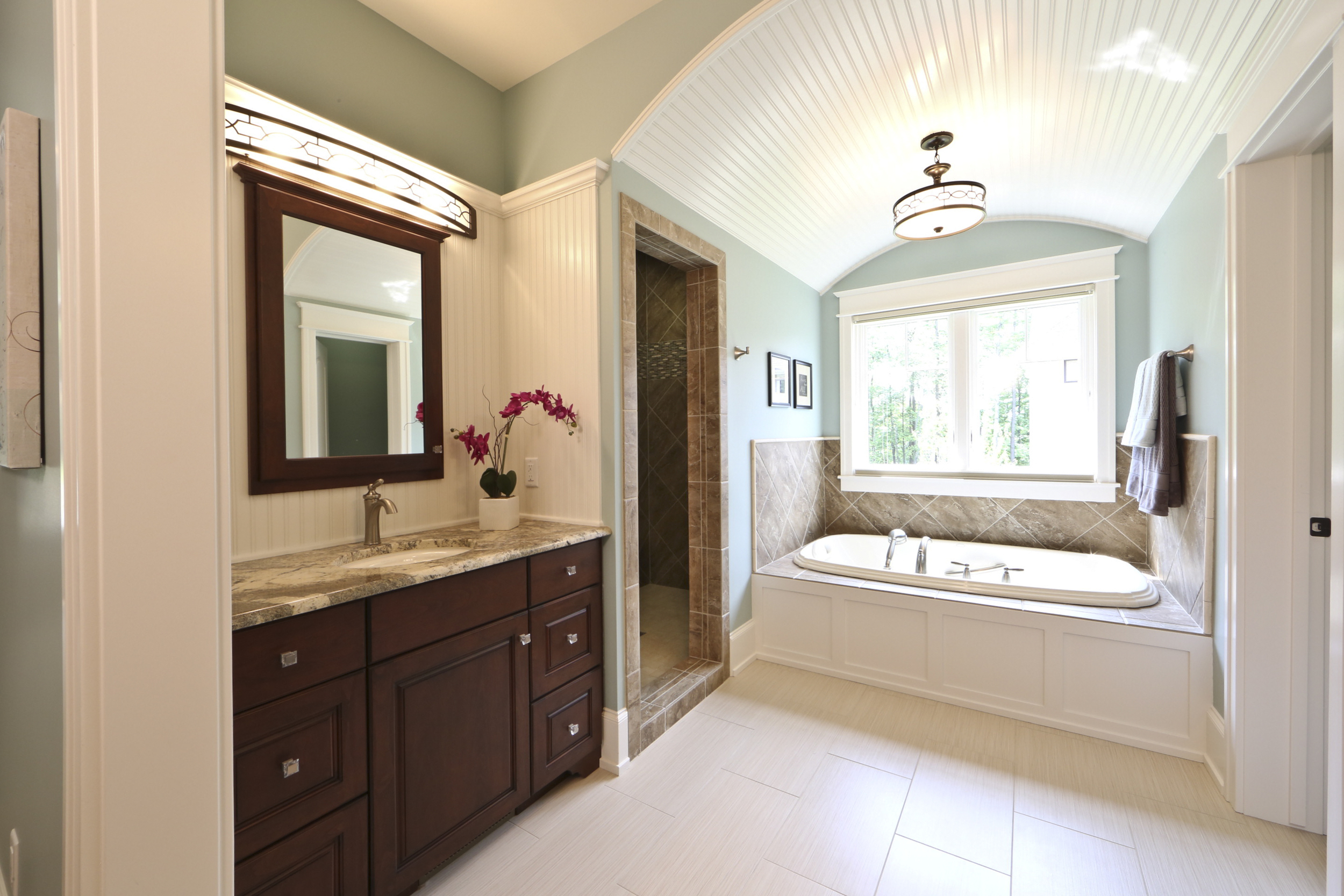 master bath built-in_C93A0216-1.jpg