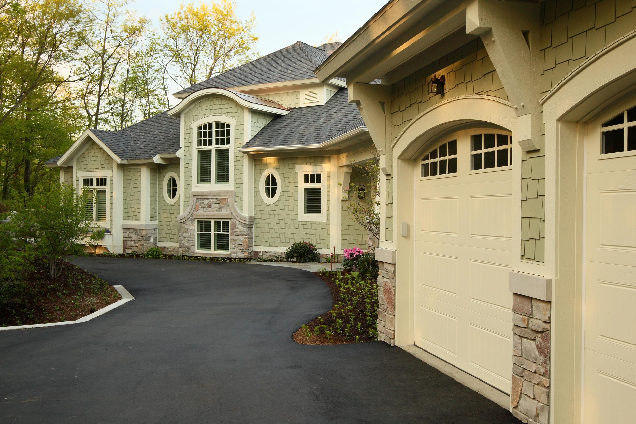 Exterior Front_Design Home 1084.jpg