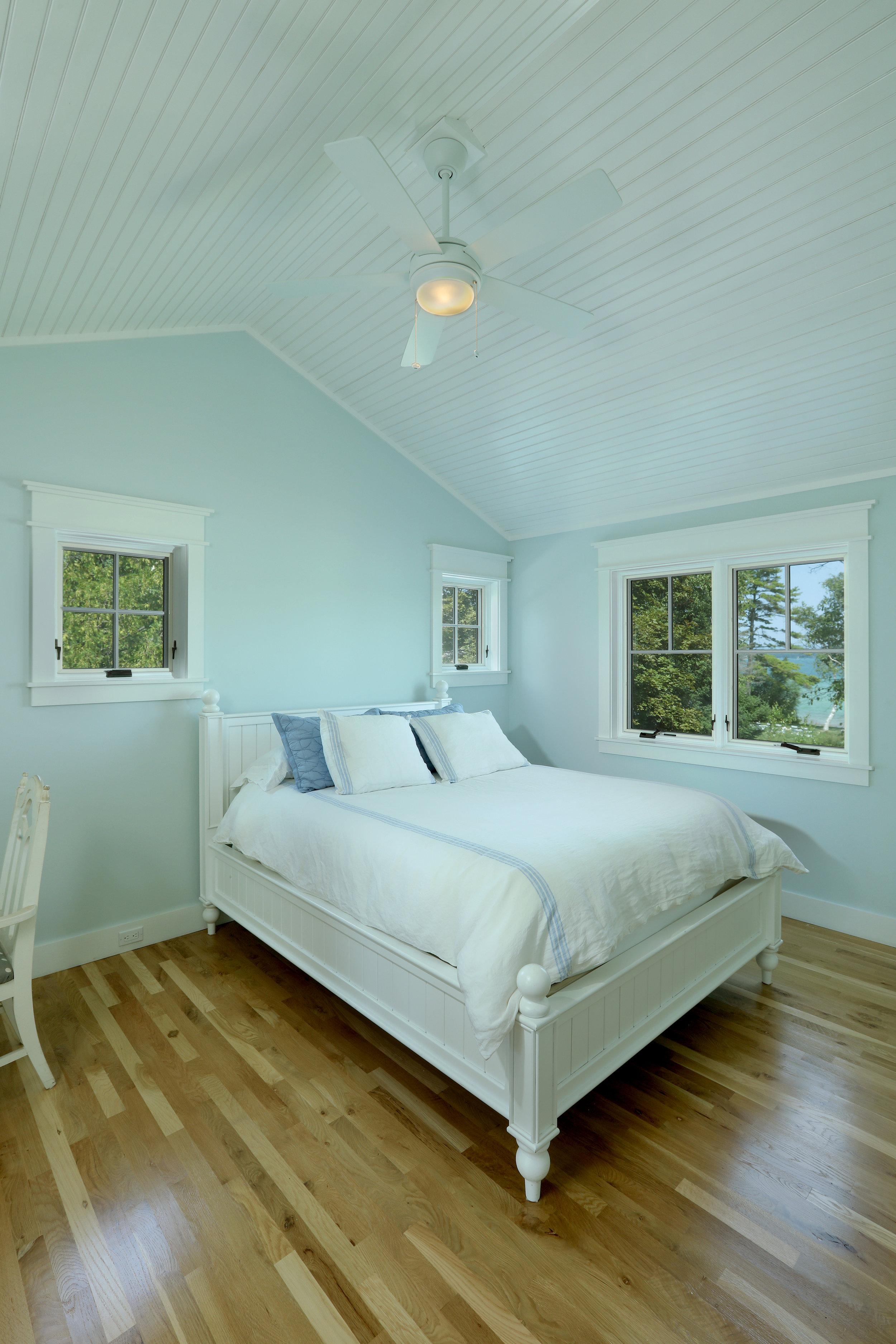 Bedroom 1 005.jpg