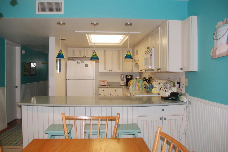 DR-Kitchen-Foyer4_Color_web_DSC_0882_1500_edited-2.jpg