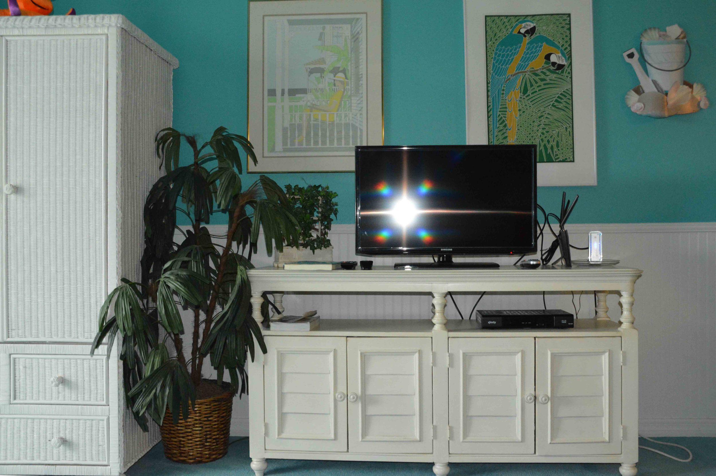 LR-TV-credenza_12-20-2014_web_SM1_1451.jpg