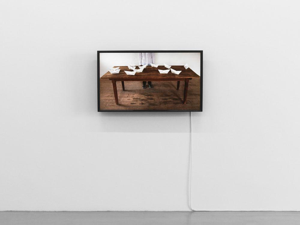 Akane Kimbara,  Paper Boats , 2017,Ausstellungsansicht  Up And Down , Maschinenhaus M1,Courtesy of the Artist, Foto: Jens Ziehe, 2017