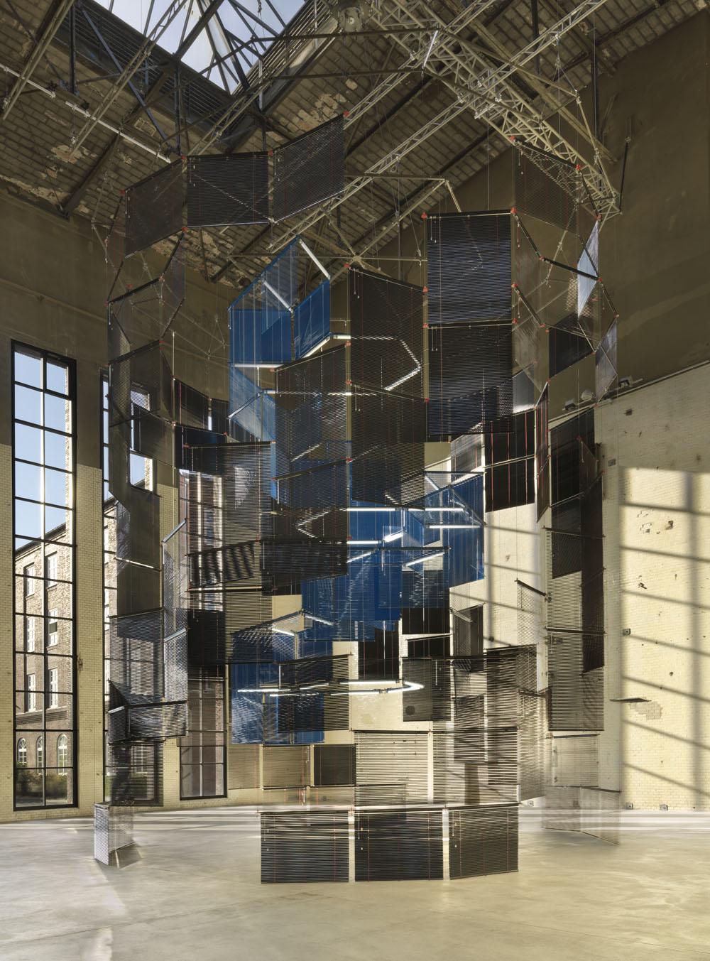 Haegue Yang, Silo of Silence – Clicked Core ,Installationsansicht KINDL – Zentrum für Zeitgenössische Kunst, Berlin 2017, Courtesy die Künstlerin, Foto: Jens Ziehe