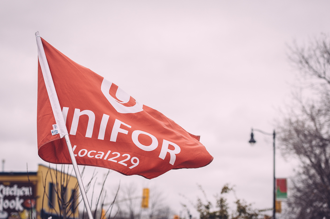 unifor_flag_rally