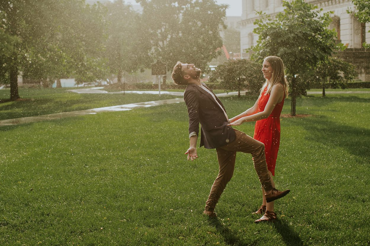 Downtown_Indianapolis_Engagement_Photographer_005.jpg