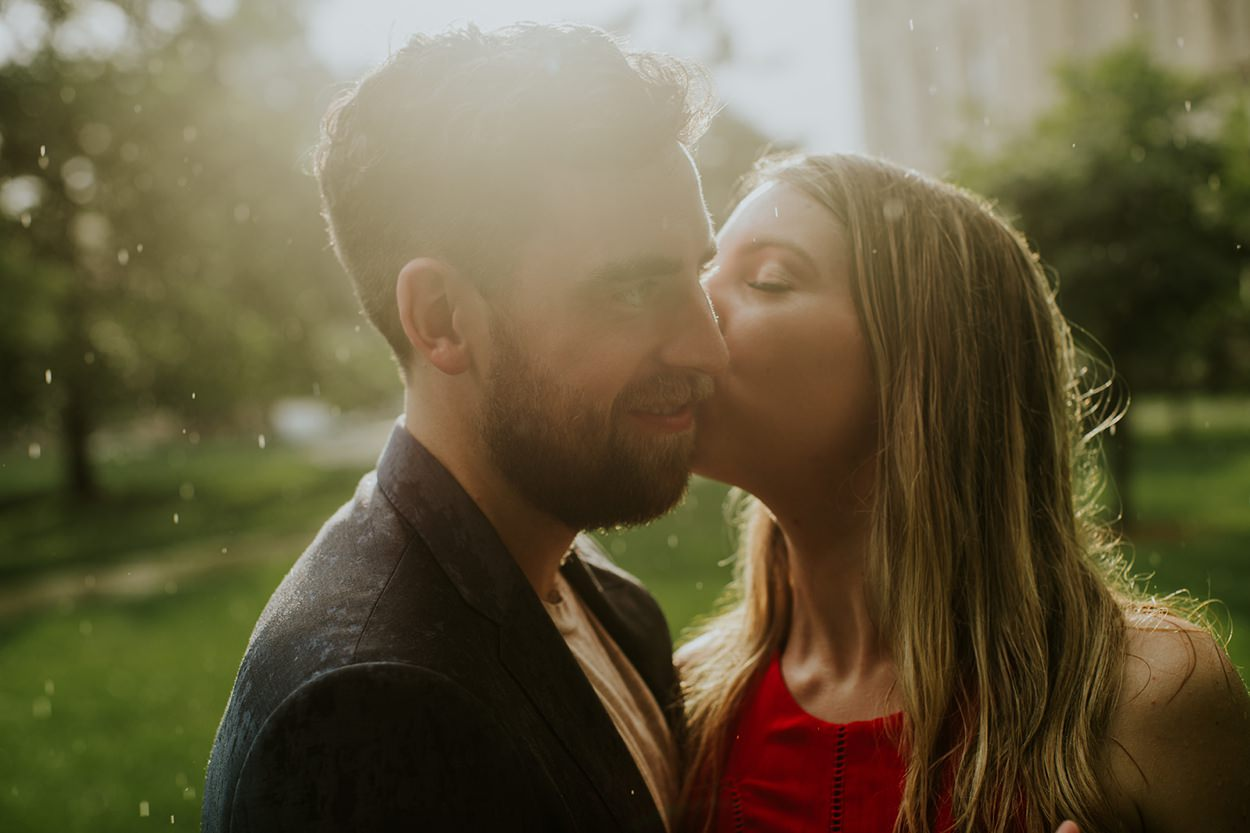 Downtown_Indianapolis_Engagement_Photographer_006.jpg
