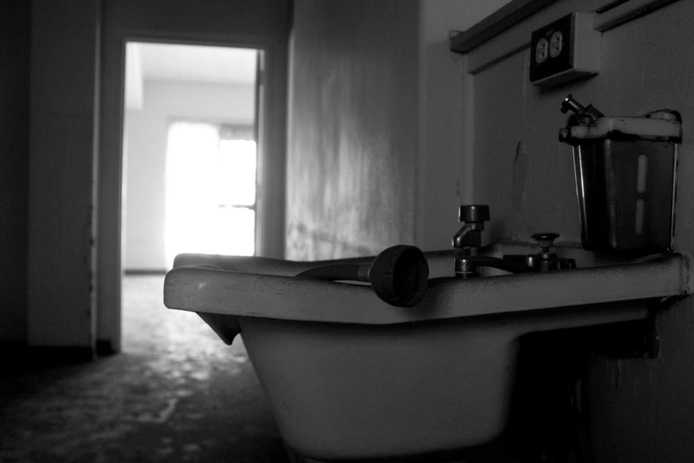 ChrisAlexakis_Sink.JPG