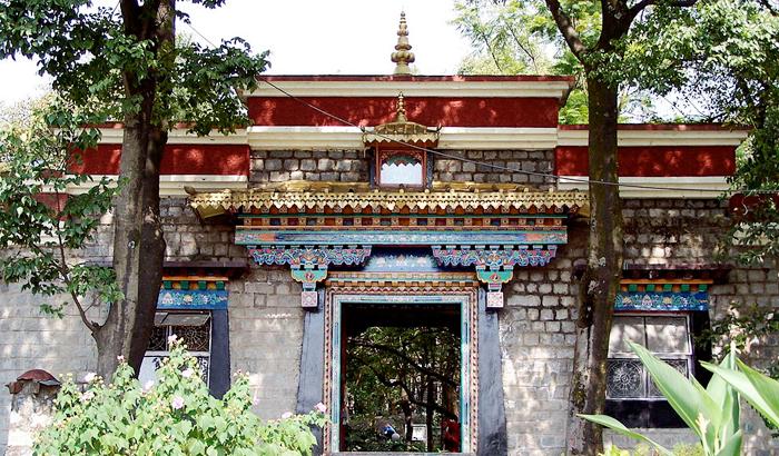 Norbulingka-Institute-Dharamshala-wnorrix-wikimedia.jpg