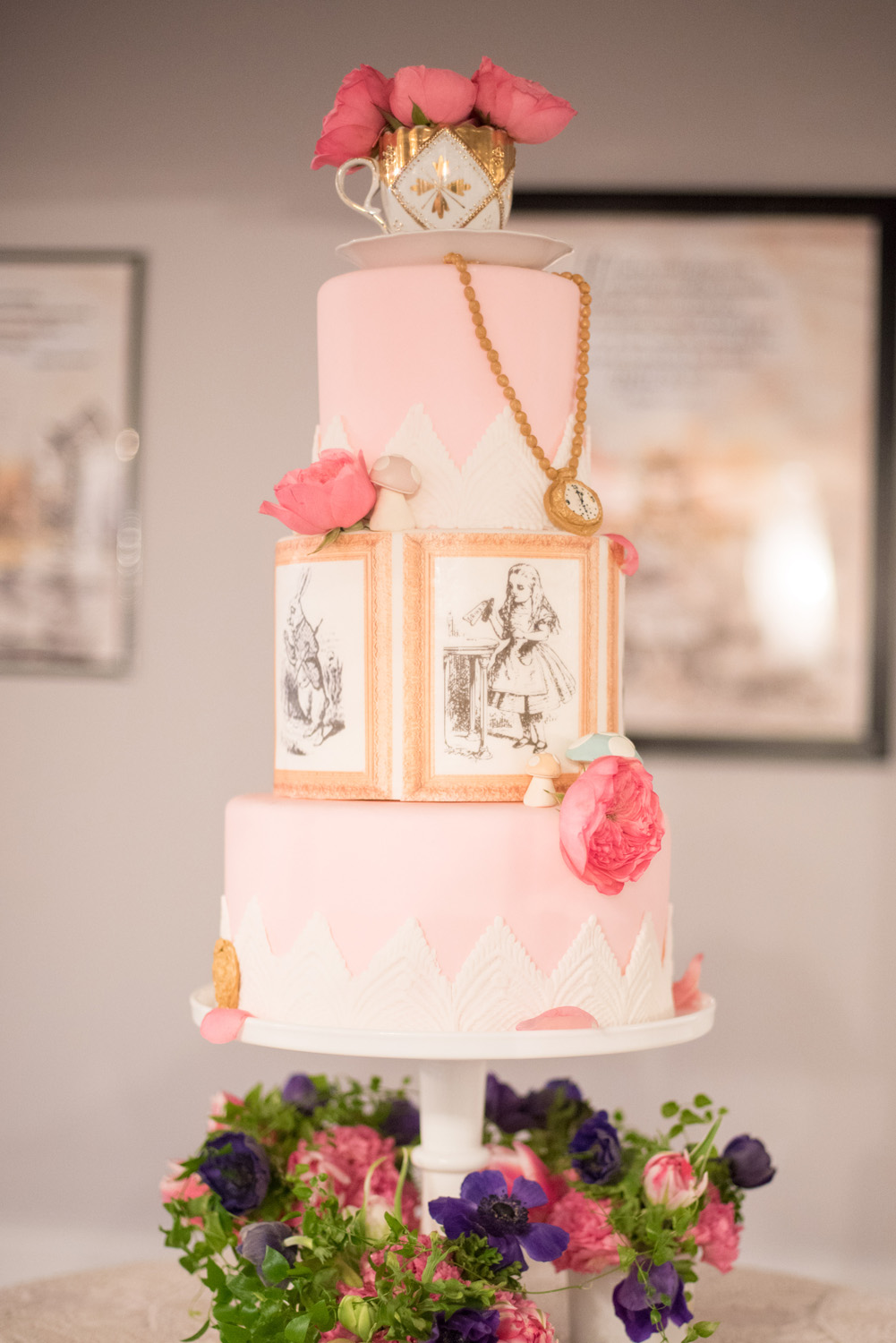 Alice in Wonderland Cake by Sugar Euphoria