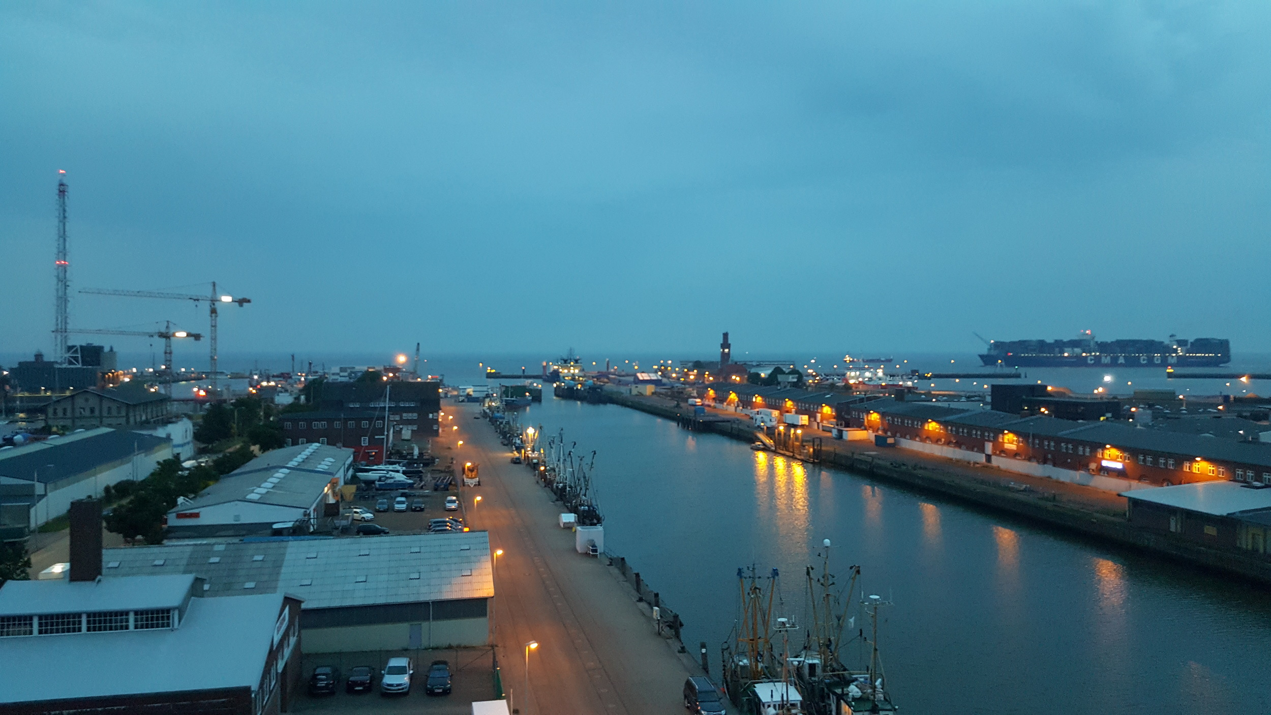 The terrace of the Havenhotel offers breathtaking views of the Elbe and North Sea.