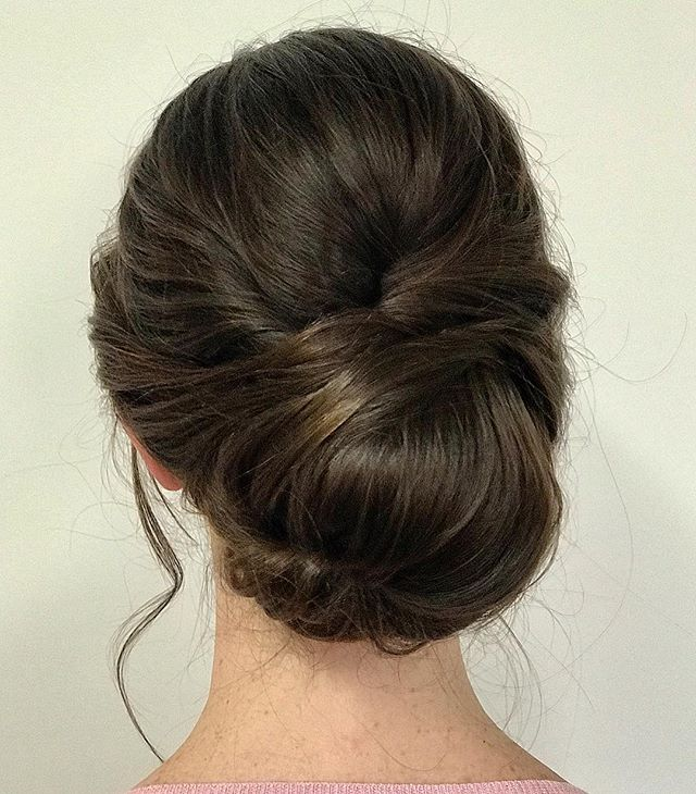 2019 trends are pouring in with all of our recent bridal trials. What's hot right for wedding day hair? Clean but soft updos are being requested more than the really loose, tousled look of years before. Benefit? More control for your night of dancing! I'm not mad at it 🙌🏼 ⠀⠀ Hair by Heather #lyndsaysimonbeauty . . . . . . . #weddingmakeup #weddinghair #boston #thebostonbride #bostonmakeupartist #isaidyes #shesaidyes #wereengaged #engaged #bostonhairstylist #bostonweddings #bostonmua #weddinginspo #bridesmaidmakeup #bridesmaidhair #theknot  #naturalmakeup  #destinationwedding  #bostonbride #updo  #weddingchicks #bridalupdo #ipreview via @preview.app