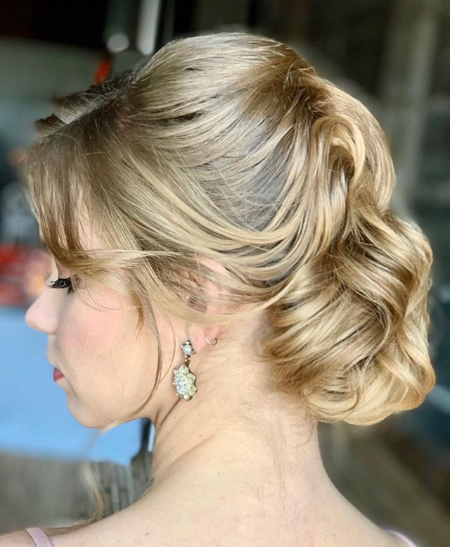 Obsessed with this take on a Hollywood wave incorporated into an updo. To get this style, Heather set the hair into a classic Hollywood wave pattern using hair pins, @kenraprofessional Volume Dry Volume Bust #3, and @redken Wax Blast 10 to hold the shape. A spritz of Kenra #25 and Shine spray finished the look! ⠀⠀ Hair by Heather for #lyndsaysimonbeauty Model: @bmilyeradley @maggieagency . . . . . . . #weddingmakeup #weddinghair #boston #thebostonbride #bostonmakeupartist #isaidyes #shesaidyes #wereengaged #engaged #bostonhairstylist #bostonweddings #bostonmua #weddinginspo #bridesmaidmakeup #bridesmaidhair #theknot  #naturalmakeup  #destinationwedding  #bostonbride #updo  #weddingchicks #bridalupdo #hairtutorials