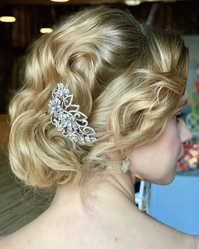 Cannot get over this updo from our styled shoot last week at @oliopeabody. Styled shoots are great because we get to create looks that our clients can use as inspiration. Raise your hand 🙋🏼‍♀️if you would rock this look on your wedding day! ⠀⠀ Model: @bmilyeradley @maggieagency  Hair by Heather for #lyndsaysimonbeauty using @kenraprofessional and @redken ⠀⠀ . . . . . . . . . ⠀⠀ #weddingmakeup #weddinghair #boston #thebostonbride #bostonmakeupartist #isaidyes #shesaidyes #wereengaged #engaged #bostonhairstylist #bostonweddings #bostonmua #weddinginspo #bridesmaidmakeup #bridesmaidhair #theknot  #naturalmakeup  #destinationwedding  #bostonbride #updo  #weddingchicks #bridalupdo #hairtutorial