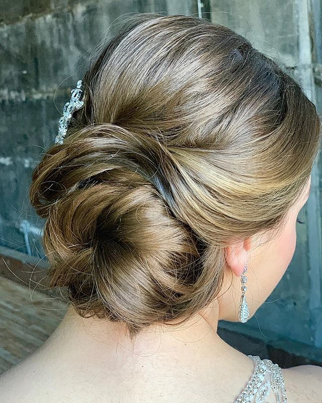 Swept & secure for a night of dancing 💃🏼 Hair by Heather for #lyndsaysimonbeauty ⠀⠀ Model: @michal.kathleen ⠀⠀ . . . . . . . . #weddingmakeup #weddinghair #boston #thebostonbride #bostonmakeupartist #isaidyes #shesaidyes #wereengaged #engaged #bostonhairstylist #bostonweddings #bostonmua #weddinginspo #bridesmaidmakeup #bridesmaidhair #theknot  #naturalmakeup  #destinationwedding  #bostonbride #updo  #weddingchicks #bridalupdo #hairtutorial