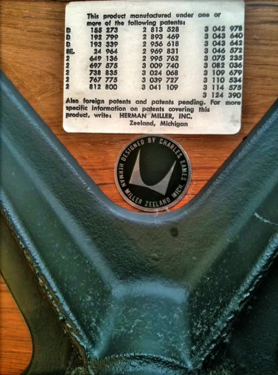 MyEamesLoungeChair_Label_Disc-Black_Pre1971.jpg