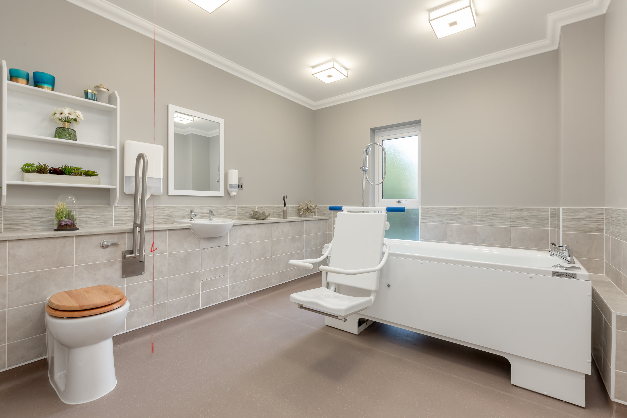 Queens Manor Care Home-8Bathroom.jpg