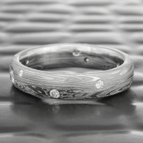 Custom Made Hammered DAMASCUS Wedding Band for Woman or Man HANDMADE Stainless Damascus steel band Mens Engagement Ring Natura white