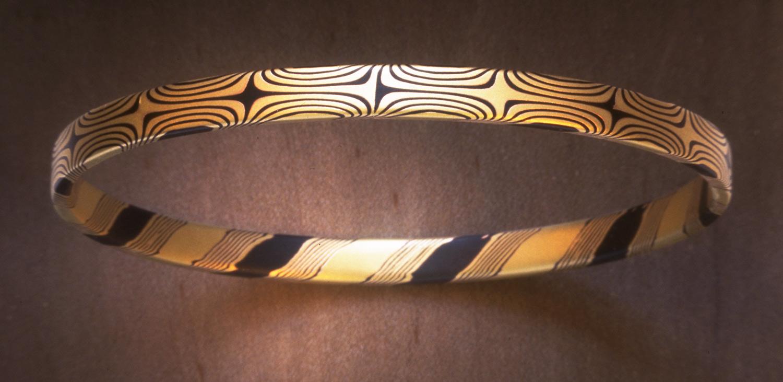 Bangle Bracelet by Steve Midgett. 18K gold and shakudo.