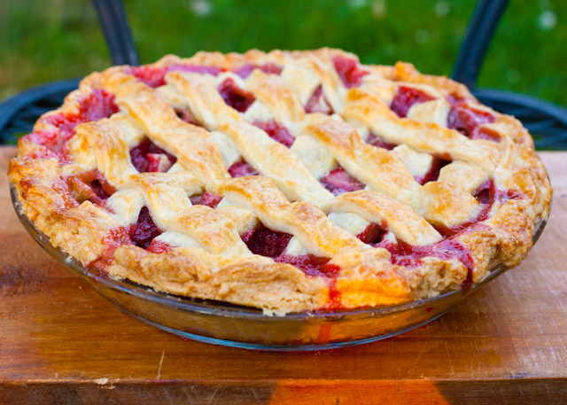 Strawberry+Rhubarb+Pie+2.jpg