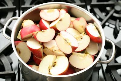 Pot+of+Apples.jpg