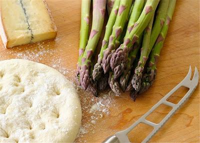 Asparagus+pizza+1.jpg