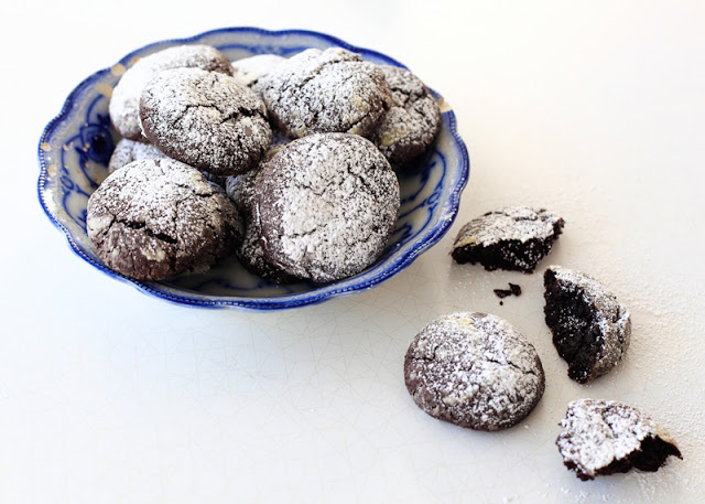 Chocolate+crackle+cookies.jpg