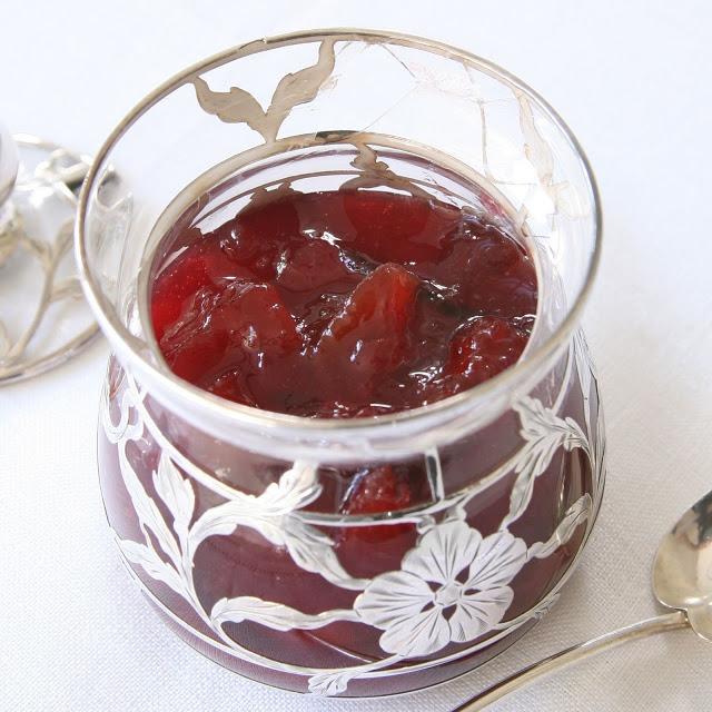Jam+in+silver+pot.jpg