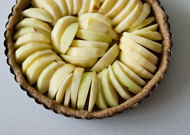 Apple+tart+%2528vegan%2529+apples+in+pan-2.jpg