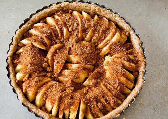 Apple+tart+%2528vegan%2529+apples+in+pan-sugar-10.jpg