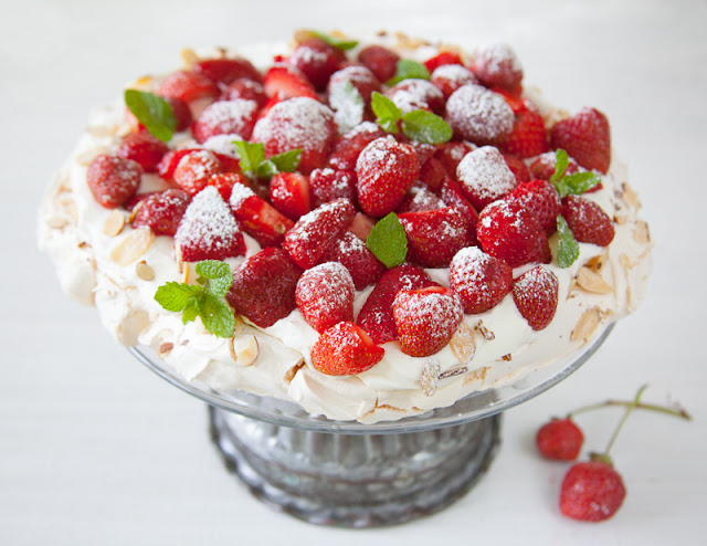Pavlova+with+strawberries_.jpg