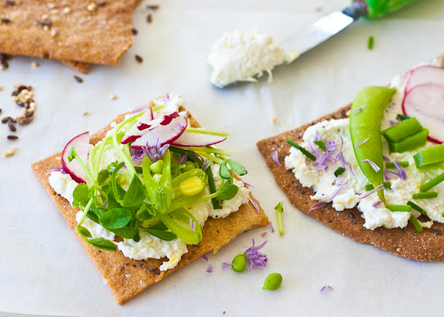 Whole+wheat+buttermilk+crackers-w.+radish.jpg