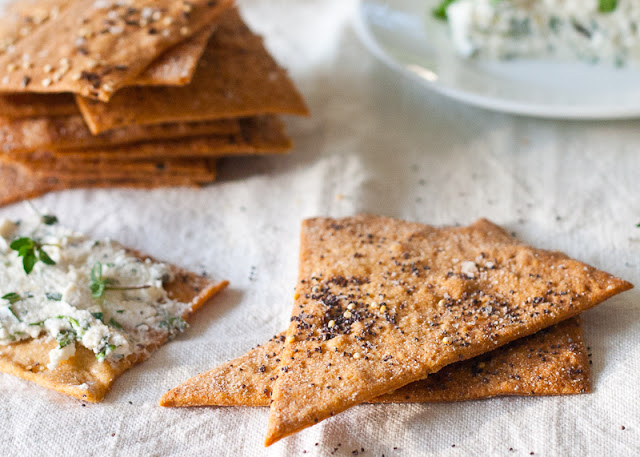 Whole+wheat+buttermilk+crackers+1.jpg