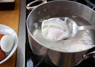 check+egg+for+doneness+4.jpg