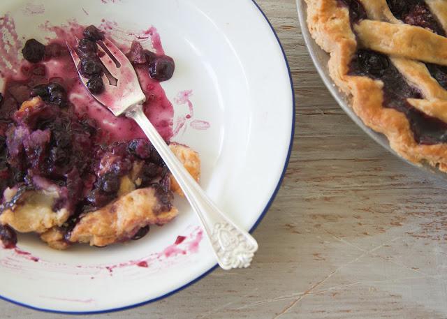 Blueberry+pie+slice-105.jpg