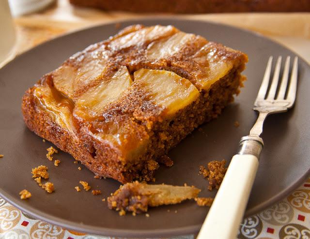 Gingerbread apple cake
