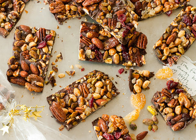 Fruit and nut energy bars (chocolate)