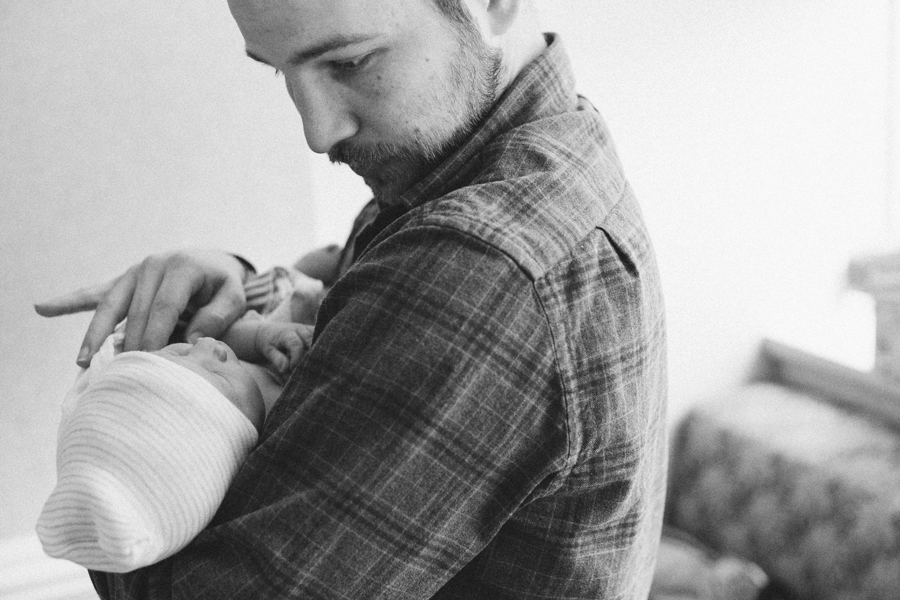 seattle-birth-photographer-welcoming-baby-dax (18 of 21).jpg