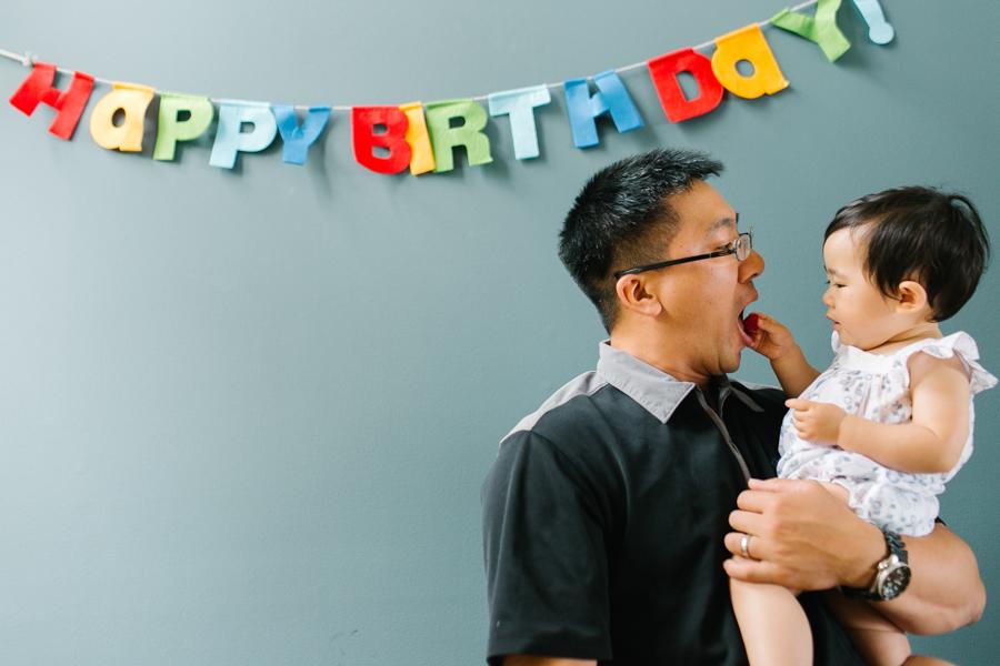 seattle-family-photographer-celebrating-amelia-first-birthday (12 of 13).jpg