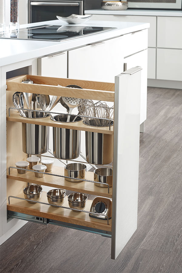 kitchen-cabinet-pullout-storage-utensils-masterbrand-diamon.jpg